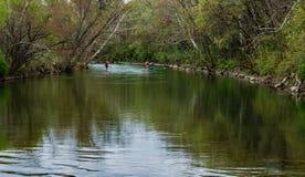 Twee Peddelpensionairs op de Roanoke-Rivier stock afbeelding
