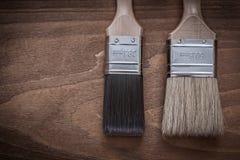 Twee penselen met houten handvatten en varkenshaar horizontale versio royalty-vrije stock afbeeldingen