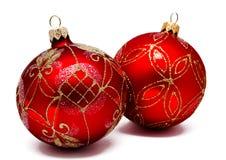 Twee perfecte rode geïsoleerde Kerstmisballen Royalty-vrije Stock Afbeelding