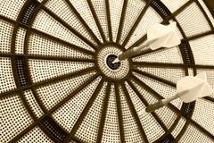 Twee pijltjes op een dartboard, Gekleurd beeld Stock Afbeelding