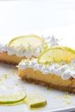 Twee plakken van de citroenpastei royalty-vrije stock fotografie