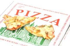 Twee plakken van pizza bovenop   Stock Afbeelding