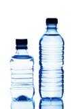 Twee plastic flessen water Stock Afbeeldingen