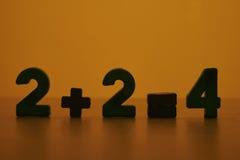 Twee plus twee evenaren vier Stock Afbeeldingen
