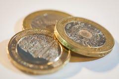 Twee pondenmuntstukken royalty-vrije stock afbeeldingen