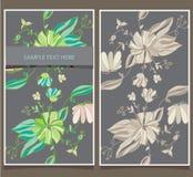 twee prentbriefkaaren met bloemen op een grijs Stock Afbeeldingen