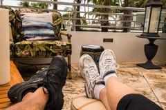 Twee reeksen benen op zitkamerstoel Royalty-vrije Stock Foto