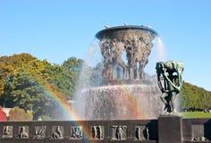 Twee regenbogen in fontein stock afbeeldingen
