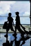 Twee reizigers silhouetteren Royalty-vrije Stock Fotografie