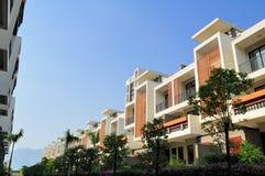Twee rijen van nieuwe terrashuizen Royalty-vrije Stock Foto's