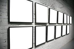 Twee rijenframes op baksteen witte muur Stock Foto