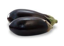 Twee rijpe geïsoleerde aubergines Royalty-vrije Stock Foto's