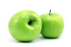 Twee rijpe groene appelen stock foto