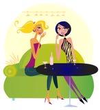 Twee roddelvrouwen in nachtclub Royalty-vrije Stock Foto