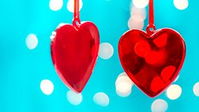 Twee rode harten als achtergrond het concept van de valentijnskaartendag, De Kaart van de Groet van de Dag van valentijnskaarten Stock Foto's