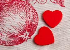 Twee rode harten in Eden-tuin Royalty-vrije Stock Fotografie