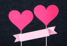 Twee rode harten en leeg lint met exemplaarruimte royalty-vrije stock foto's
