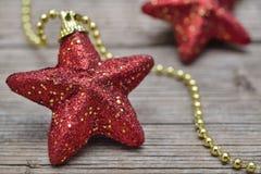 Twee rode sterren van Kerstmis Royalty-vrije Stock Afbeeldingen