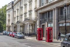 Twee rode telefoondozen in Londen, Engeland Royalty-vrije Stock Fotografie