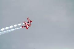 Twee Rode Vliegtuigen van de Stunt Royalty-vrije Stock Fotografie