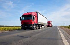 Twee rode vrachtwagens Royalty-vrije Stock Foto