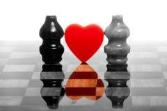 Twee romantische chessmans op marmeren schaakbord Stock Foto