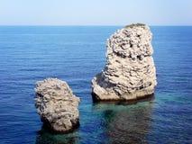 Twee rotsen bij het overzees Stock Afbeeldingen