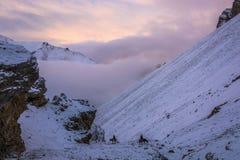 Twee ruiters op La van bergthorung, Nepal Royalty-vrije Stock Afbeelding