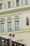 Twee Russische politiemannen Royalty-vrije Stock Foto's