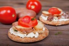 Twee sandwiches met haringen op de lijst Stock Fotografie