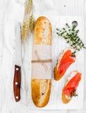 Twee sandwiches met zalm voor ontbijt Royalty-vrije Stock Afbeelding
