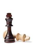 Twee schaakstukken, één donker en één licht royalty-vrije stock afbeelding