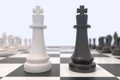 Twee schaakstukken op een schaakbord royalty-vrije stock afbeeldingen