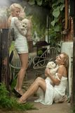 Twee schoonheidsdames Stock Foto's