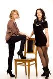 Twee sexy jonge vrouwen die samen stellen royalty-vrije stock afbeelding