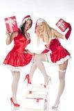 Twee sexy meisjes die van de Kerstman pret hebben Stock Foto