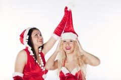 Twee sexy meisjes die van de Kerstman pret hebben Royalty-vrije Stock Fotografie