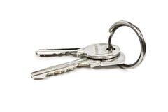 Twee sleutels op een metaalring Stock Afbeeldingen