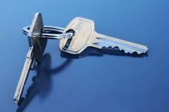Twee Sleutels van de Flat met Ring Royalty-vrije Stock Foto's