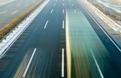 Twee Snelle Vrachtwagens Stock Afbeeldingen
