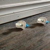 Twee soothers op een vloer Stock Fotografie
