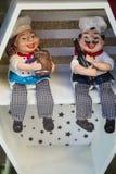 Twee speelgoed van koks die op de plank zitten stock afbeeldingen