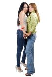 Twee speelse schoonheids jonge vrouwen in jeans Stock Afbeeldingen