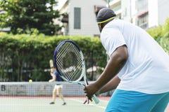 Twee spelers in een tennis passen aan stock afbeeldingen
