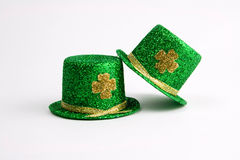 Twee St. Patrick hoeden van de Dag Stock Foto's