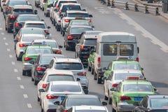 Twee stegen van autoverkeer in Chengdu stock afbeelding