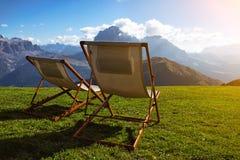 Twee stoelen in de bergen Royalty-vrije Stock Fotografie