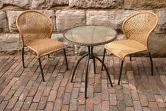 Twee stoelen en lijst Royalty-vrije Stock Foto's