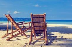 Twee stoelen op zandstrand in Boracay, Filippijnen royalty-vrije stock foto's