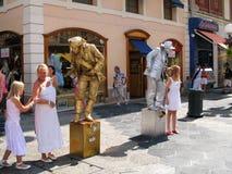 Twee straatactoren in het beeld van het leven standbeelden op de straat Massena in de stad Nice, Frankrijk royalty-vrije stock foto